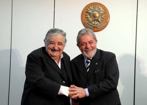 José Mujica (à gauche) et l'ancien président Brésilien Lula.©DR