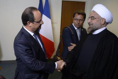 Poignée de main historique entre le Président François Hollande et son homologue iranien Hassan Rohani en marge de l'Assemblée générale de l'ONU, le 24 septembre dernier ©DR