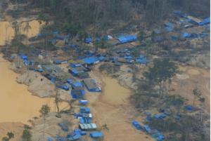 Les mines clandestines sont responsables d'une recrudescence de la déforestation en Amazonie péruvienne ©Andrés Huby