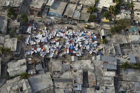 À la suite du tremblement de terre, plus de 1 million de personnes se sont retrouvées sans abris ©DR